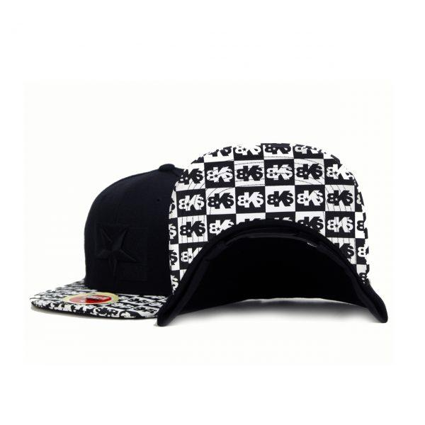 Gorra negra vicera ajededrez