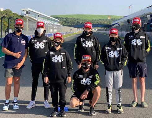 equipo moto sudades y gorras